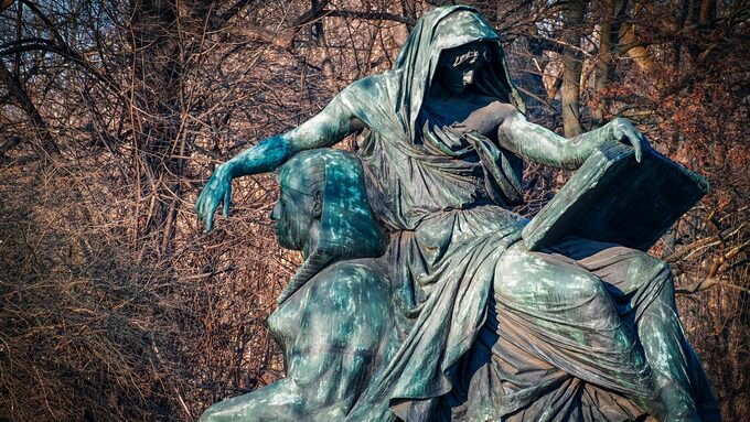 sculpture-3410011_1920.jpg